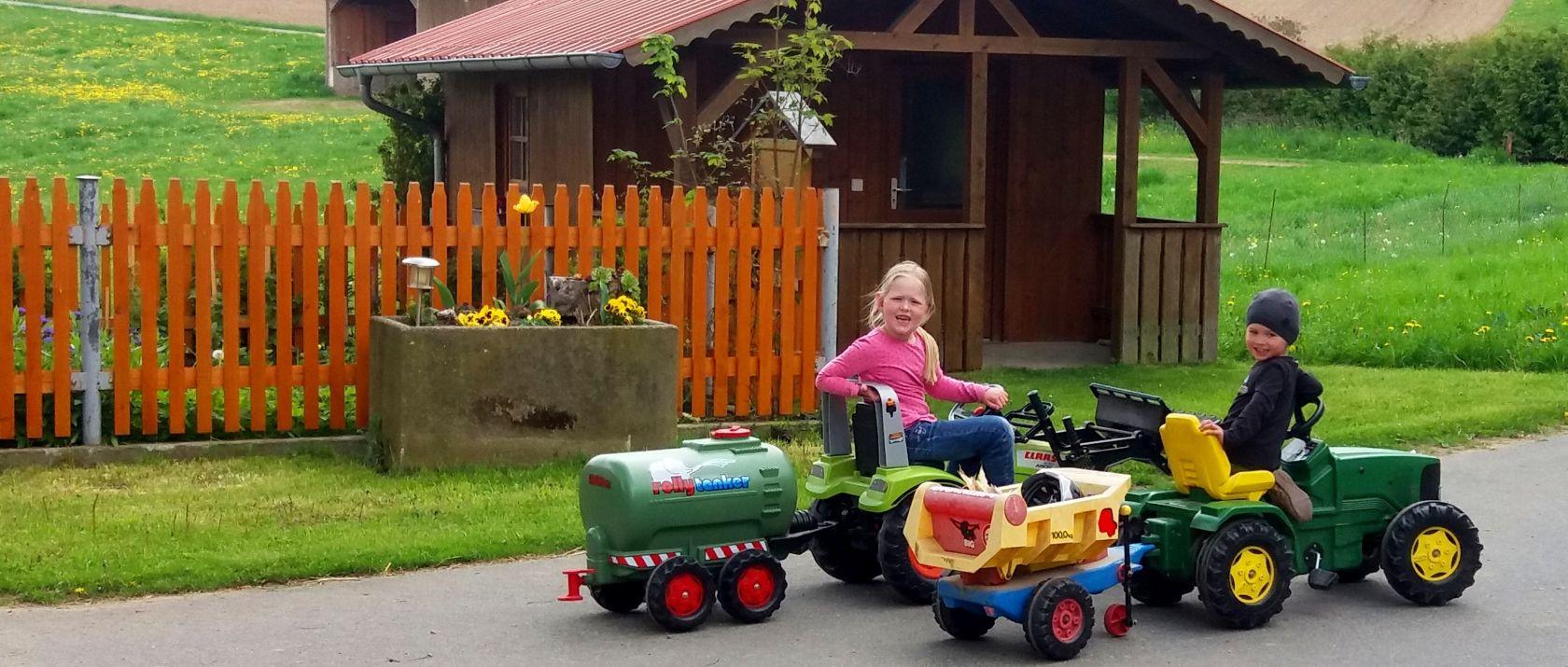 guthof-kinder-bauernhof-bayern-tretfahrzeuge